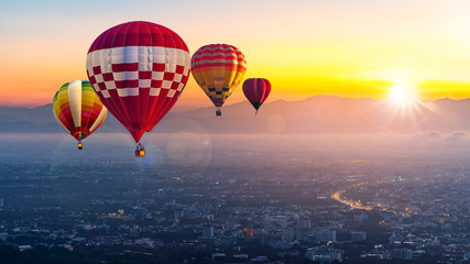 Poster Ballon Chiang Mai, Doi Suthep in Thailand at sunrise -Landscape with hot air balloons flying over Chiang Mai City in sunlight and mist in the morning.