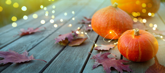 Spoed Foto op Canvas Herfst thanksgiving holiday party background, autumn pumpkin and holidays light decoration
