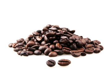 Papiers peints Café en grains Fresh Roasted Coffee Beans Isolated On White Background