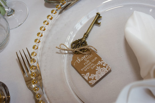 lock and key wedding guest wedding favor on table setting