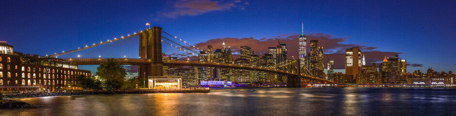 Fototapete - New York City skyline buildings Brooklyn Bridge evening sunset 2019 September
