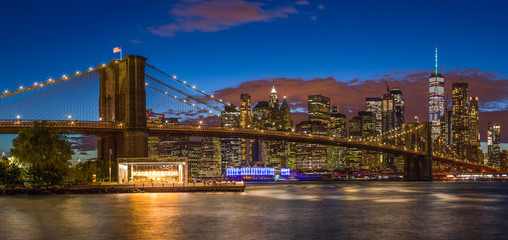 Fototapete - New York City skyline buildings Brooklyn Bridge evening sunset
