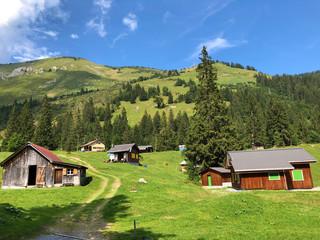 The Alpine village of Vorder Ahornenin in a Oberseetal mountain valley and in the Glarnerland tourist region, Nafels (Näfels or Naefels) - Canton of Glarus, Switzerland Fotoväggar