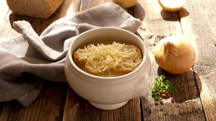 Fotobehang - onion soup with bread and gruyere