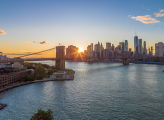 Fototapete - New York City skyline buildings Brooklyn Bridge evening sunset