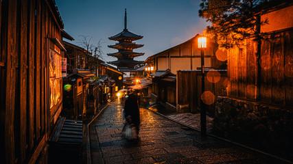 Fotomurales - Yasaka Pagoda and Sannen Zaka Street with rain at night, Kyoto, Japan.