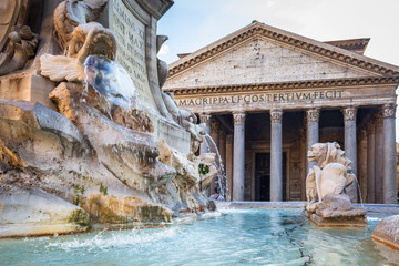 Photo sur Toile Rome Fountain at the Pantheon temple in Rome, Italy
