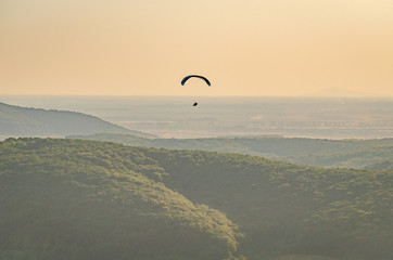Foto op Canvas Luchtsport Paragliders soar in the sky