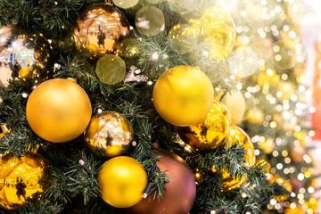 geschmückt Weihnachtsbaum Kugeln Lichtflecken