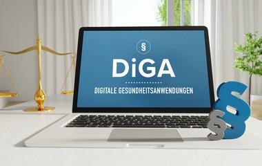 DiGA (Digitale Gesundheitsanwendungen) – Recht, Gesetz, Internet. Laptop im Büro mit Begriff auf dem Monitor. Paragraf und Waage. .