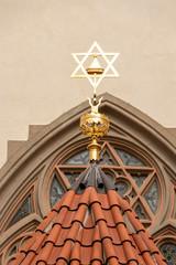 Spitze einer Synagoge mit Judenstern