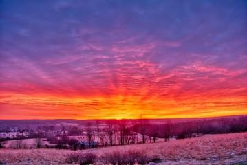 In de dag Crimson Beautiful scenery of the sunrise in the countryside of Northwest Pennsylvania