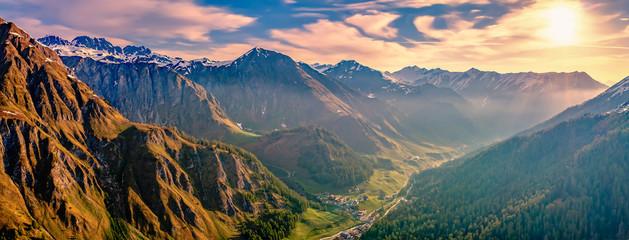 Berglandschaft um Samnaun bei Sonnenaufgang