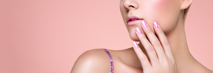 In de dag Manicure Beauty Woman with perfect Makeup and Manicure. Pink Lips and Nails. Beauty girls Face isolated on light Background. Fashion photo