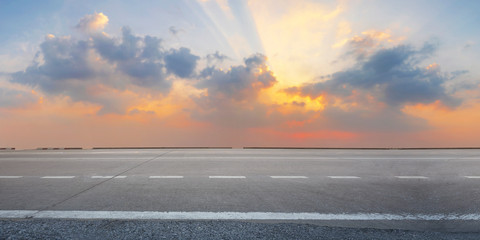Fotomurales - Empty highway asphalt road at sunrise and twilight sky background