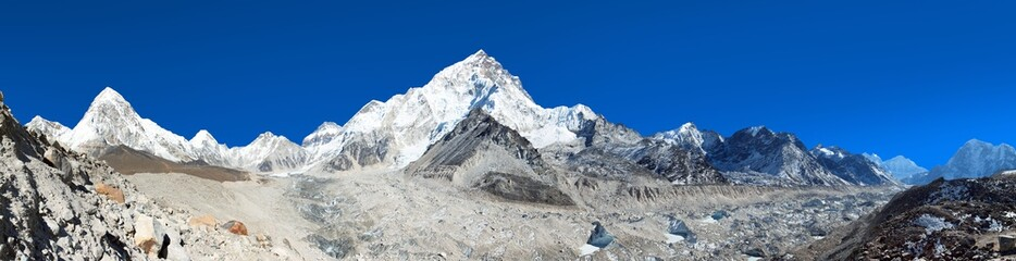 himalayan mountain range near Mount Everest