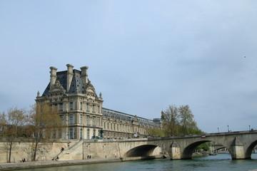 パリ・セーヌ川からの風景(ルーブル美術館)