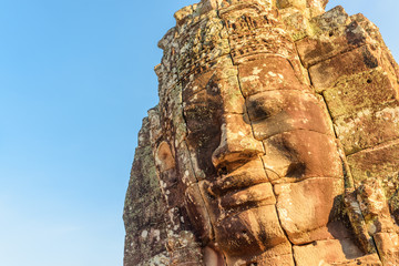 Fototapete - Amazing view of giant stone face of Bayon temple, Angkor