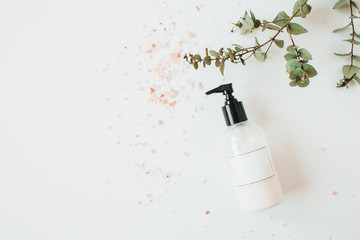 Photo sur Plexiglas Spa Healthcare spa concept with copy space liquid soap bottle on white background. Flat lay, top view beauty lifestyle composition.