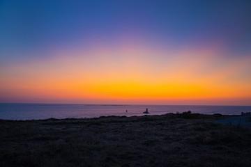 Glühender Himmel nach Sonnenuntergang am Pointe du Raz
