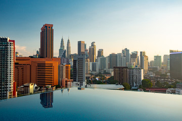 Photo sur Aluminium Kuala Lumpur Kuala Lumpur skyline pool view