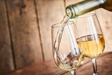 Photo sur Plexiglas Bar Serving two stylish glasses of white wine