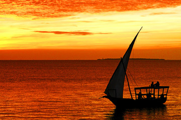Foto auf AluDibond Sansibar Dhow boat in Zanzibar at sunset