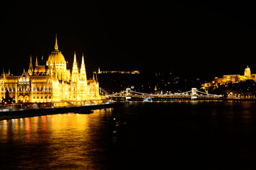 Printed kitchen splashbacks Budapest parliament in budapest at night