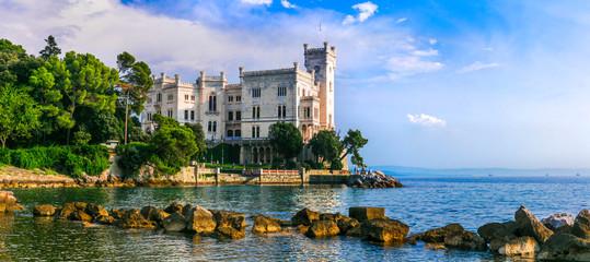 Photo sur Aluminium Europe Méditérranéenne Beautiful romantic castles of Italy - elegant Miramare in Trieste.