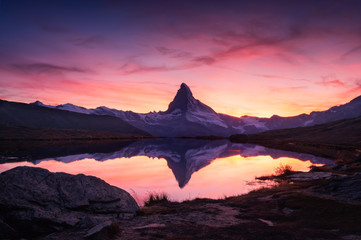 Spoed Foto op Canvas Bergen Picturesque landscape with colorful sunrise on Stellisee lake. Snowy Matterhorn Cervino peak with reflection in clear water. Zermatt, Swiss Alps