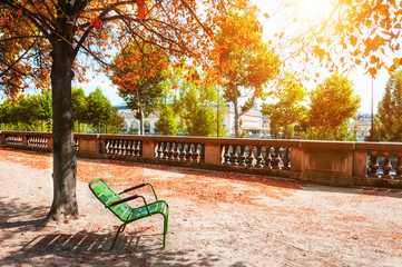 Photo sur Toile Paris Green bench under the tree in Tuileries Garden in Paris, France. Autumn landscape