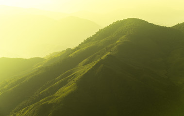 Photo sur Aluminium Jaune de seuffre sunset in the mountains