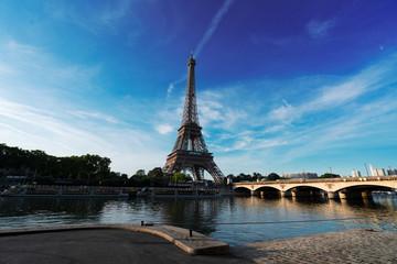 Photo sur Toile Europe Centrale eiffel tour over Seine river