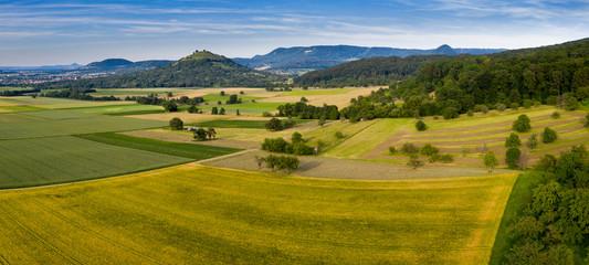 Felder - Wald - Wiesen - Berge - Landschaft - Luftbild