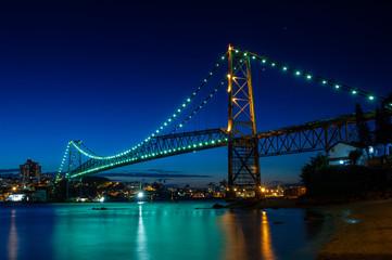 Foto auf Leinwand Brücken Hercilio Luz bridge in the night