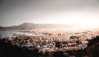 Blick auf Palermo auf Sizilien Italien die Stadt am Meer mit Hafen