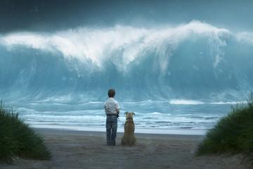 Kleiner Junge mit Hund sieht Riesenwelle auf sich zukommen