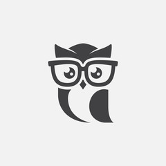 Foto op Textielframe Uilen cartoon owl logo tempalte, owl sunglasses logo design, owl mascot design, owl character design vector