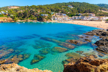 Photo sur Aluminium Europe Méditérranéenne View of bay with azure sea water in beautiful Sa Riera village, Costa Brava, Catalonia, Spain