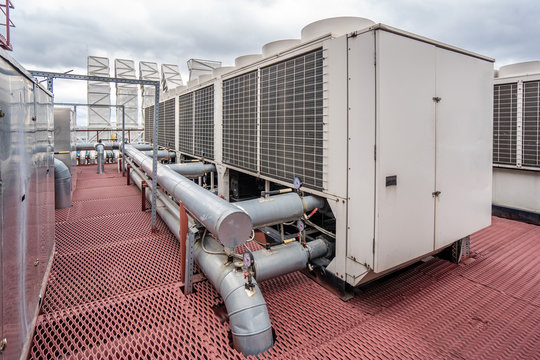 Air cooled water chiller with pipework