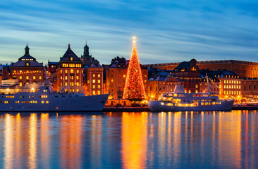 Papiers peints Stockholm .Stockholms old city with christmas tree