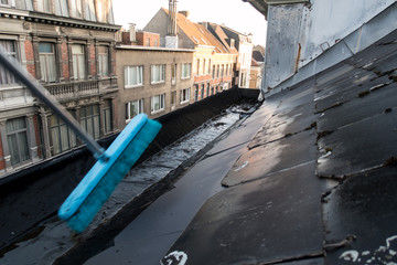 Clean out gutter
