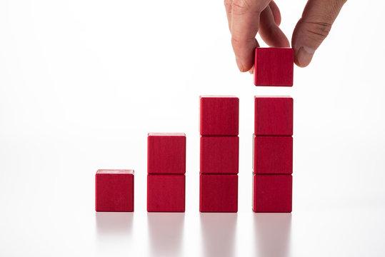 赤色のブロックを積み上げる
