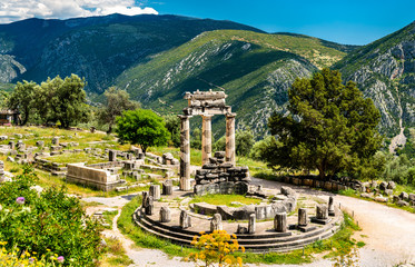 Photo sur Toile Con. Antique Temple of Athena Pronaia at Delphi in Greece