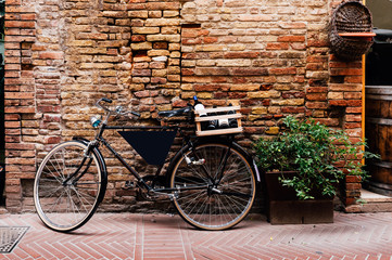Printed kitchen splashbacks Bicycle Old bike with wooden box on the street in San Gimignano, Italy