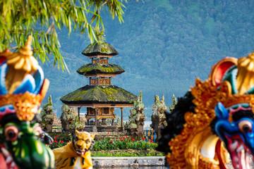 Foto auf Leinwand Kultstatte Ulun Danu Beratan temple smallest shrine in Bali, Indonesia