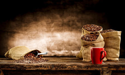 Printed roller blinds Cafe Fresh old sack of coffee grains and brown old wall background