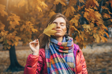 Outdoor atmospheric lifestyle photo of young beautiful lady. Warm and gold autumn.