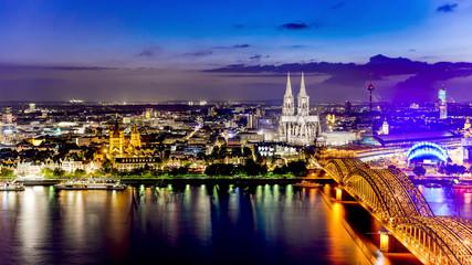 Köln mit Kölner Dom bei Nacht Fototapete
