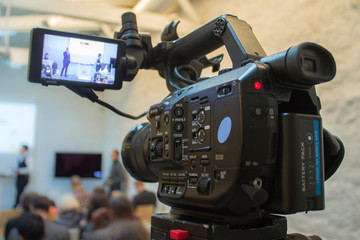 caméra vidéo en captation de conférence